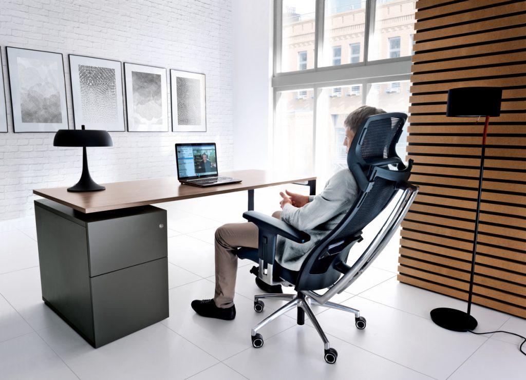 Veľké množstvo technických funkcií kresiel zabezpečí prirodzené a jednoduché sedenie.