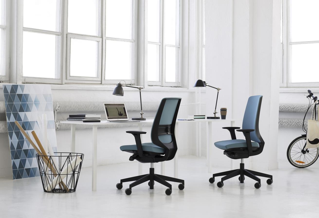 f4e4b7714c97 LightUp je dizajnová otočná kancelárska stolička
